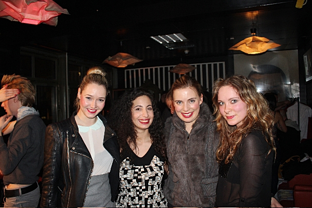 Modedesignerin Diana Haddadin (2.v.l.) mit uns 3 Bloggerinnen