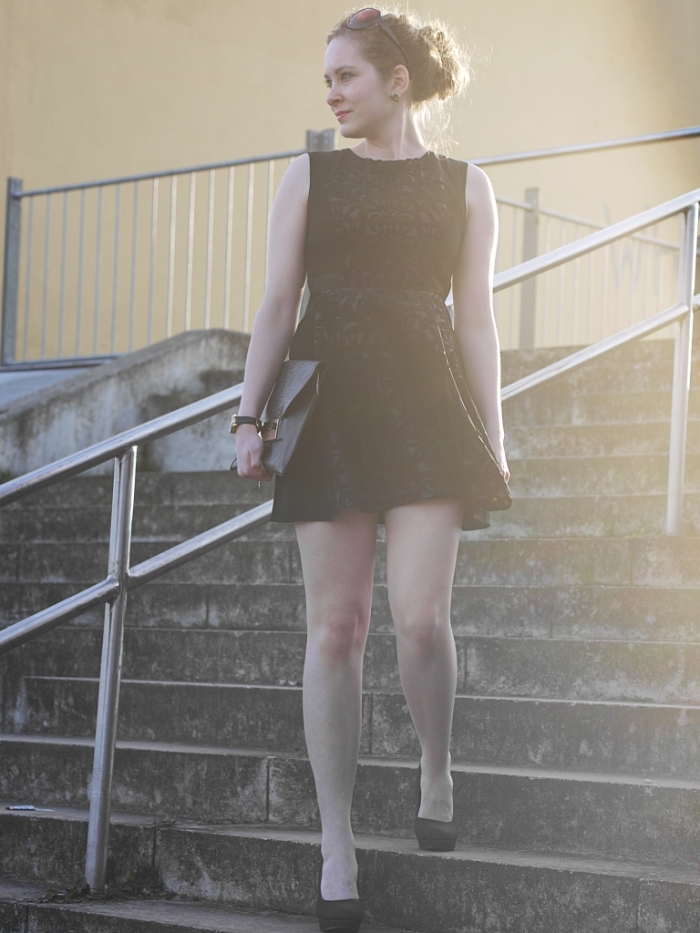 Juliastreetstyleblog_das_kleine_Schwarze_blackdress (3)