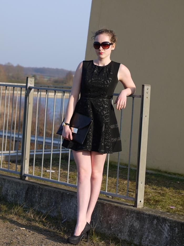 Juliastreetstyleblog_das_kleine_Schwarze_blackdress (8)