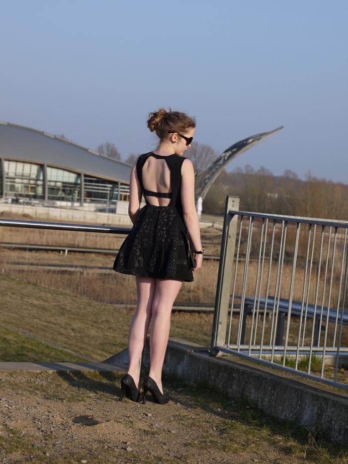 Juliastreetstyleblog_das_kleine_Schwarze_blackdress (9)
