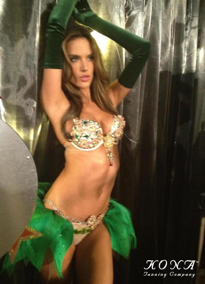 alessandra-ambrosio-fantasy-bra-victorias-secret-fashion-show-kona-tanning-katie-kenny3