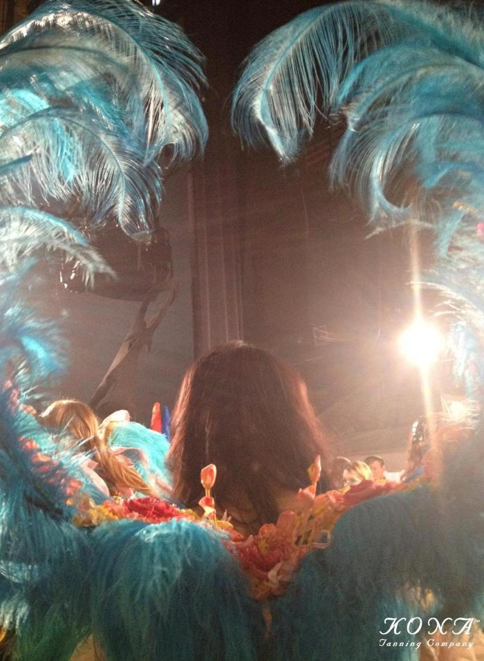 victorias-secret-fashion-show-kona-tanning-katie-kenny-joan-smalls-wings