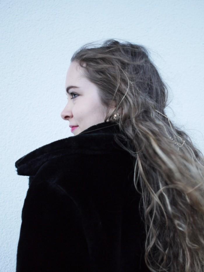 Julia_Luedtke_(C)_Julia_streetstyle_blog_leather_skirt_fake_fur_coat_21.k