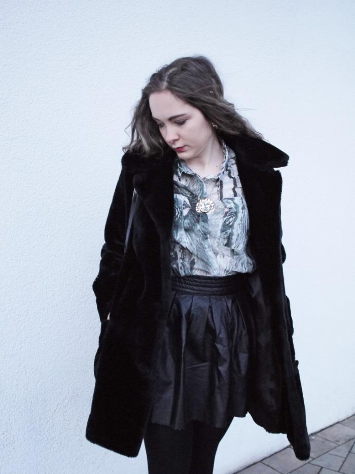 Julia_Luedtke_(C)_Julia_streetstyle_blog_leather_skirt_fake_fur_coat_22.k