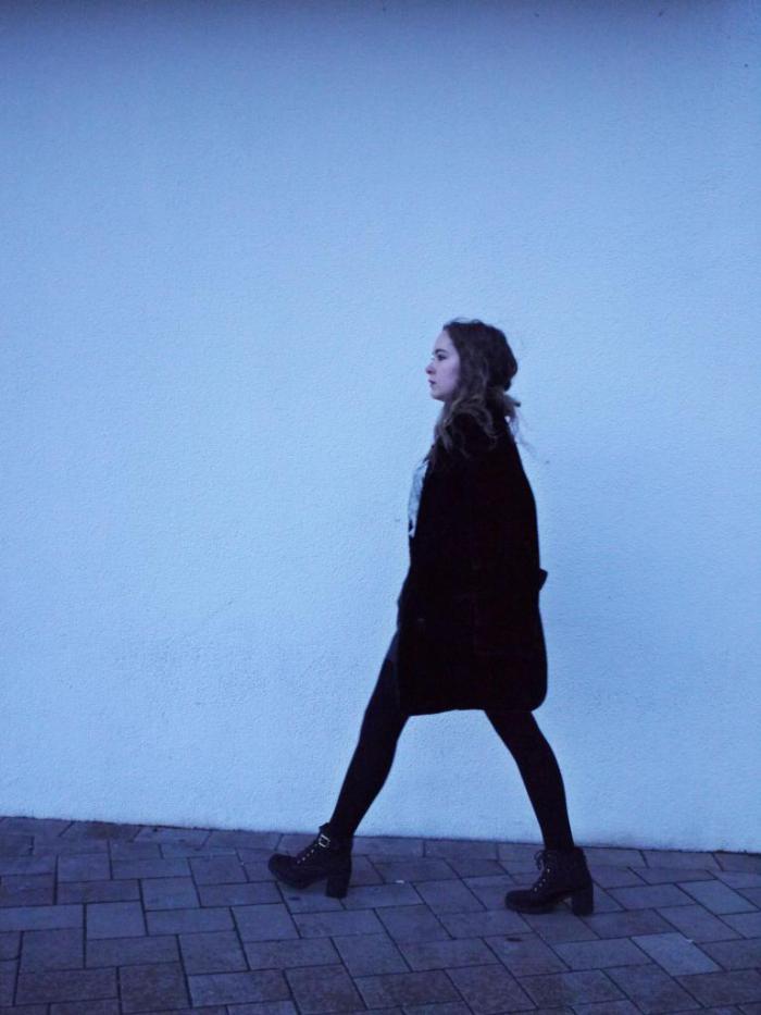 Julia_Luedtke_(C)_Julia_streetstyle_blog_leather_skirt_fake_fur_coat_29.k