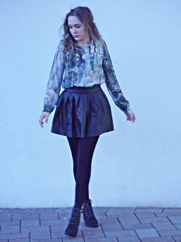 Julia_streetstyle_blog_leather_skirt_fake_fur_coat_11.k