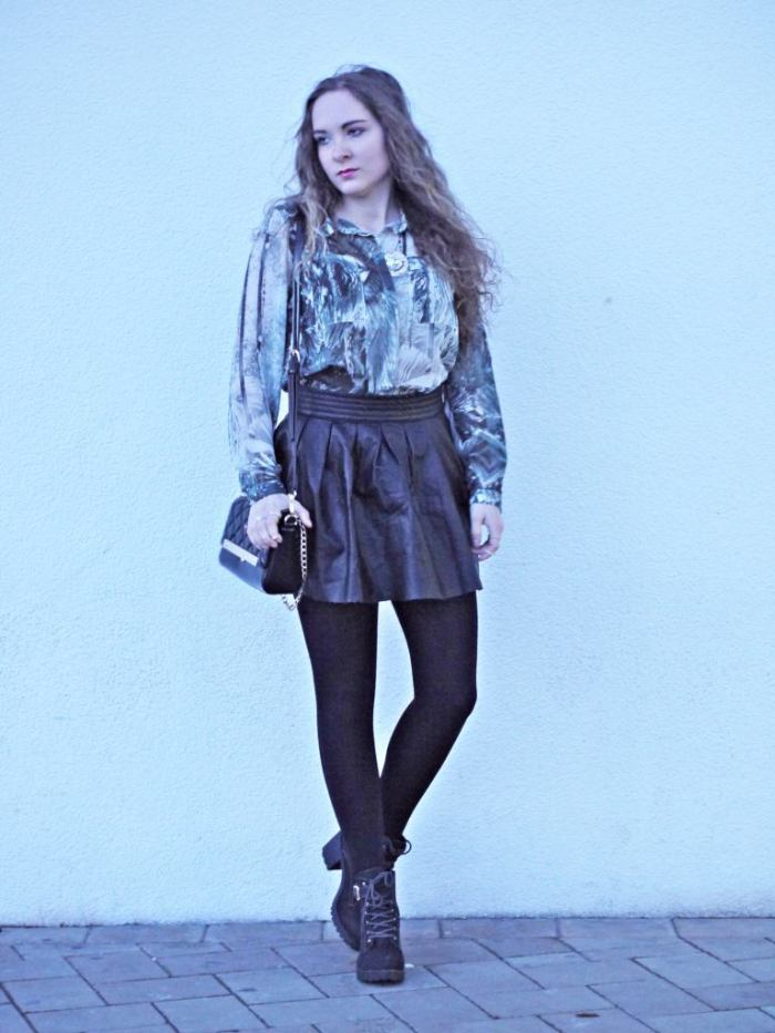 Julia_streetstyle_blog_leather_skirt_fake_fur_coat_7.k