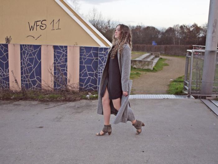 Julia_streetstyle_blog_shirt_dress_long_coat_5.k