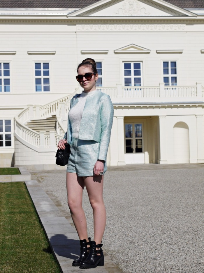 Julia_Luedtke_(C)_Julia_streetstyleblog_two_piece_suit_Zweiteiler_glamorous_spring_outfit_30.k