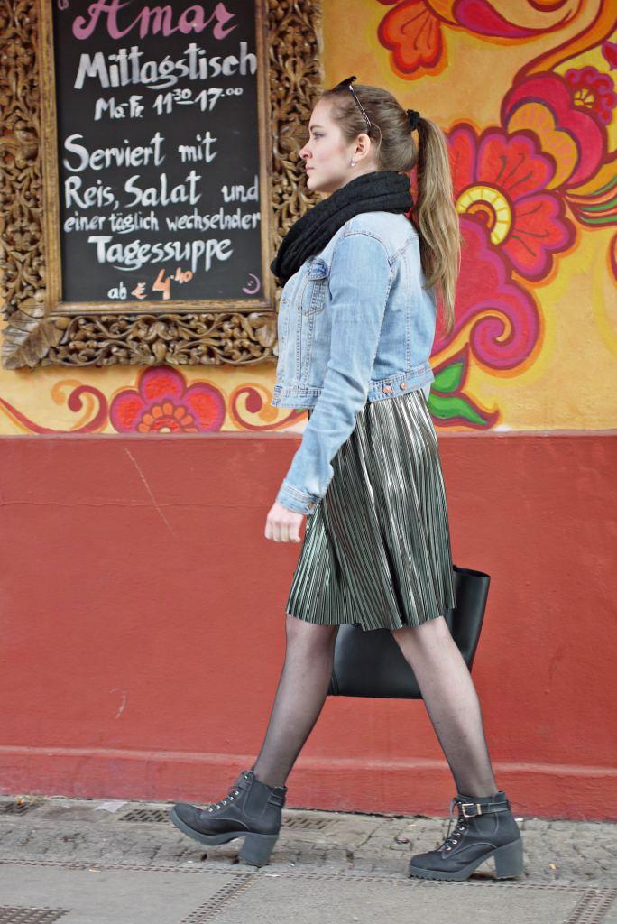 Julia_Luedtke_(C)_Julia_streetstyle_blog_Berlin_Kreuzberg_pleated_skirt_spring_outfit_Plisseerock_14.k