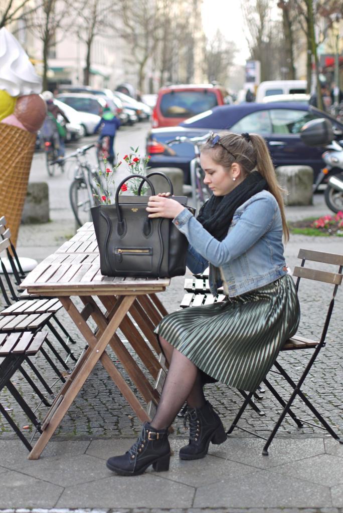 Julia_Luedtke_(C)_Julia_streetstyle_blog_Berlin_Kreuzberg_pleated_skirt_spring_outfit_Plisseerock_4.k