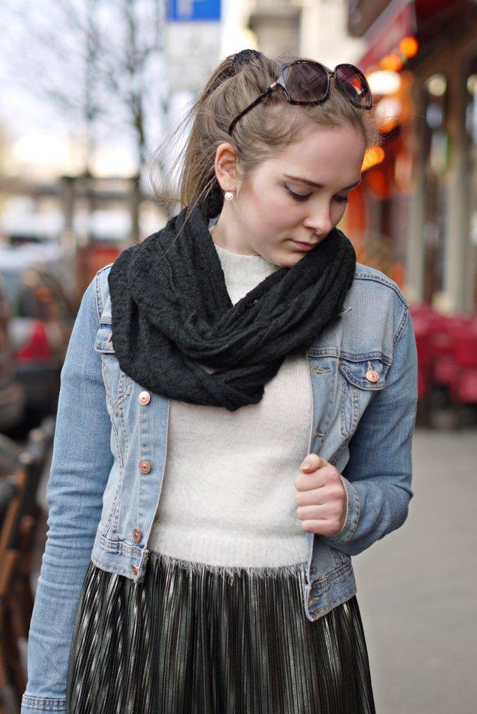 Julia_Luedtke_(C)_Julia_streetstyle_blog_Berlin_Kreuzberg_pleated_skirt_spring_outfit_Plisseerock_5.k