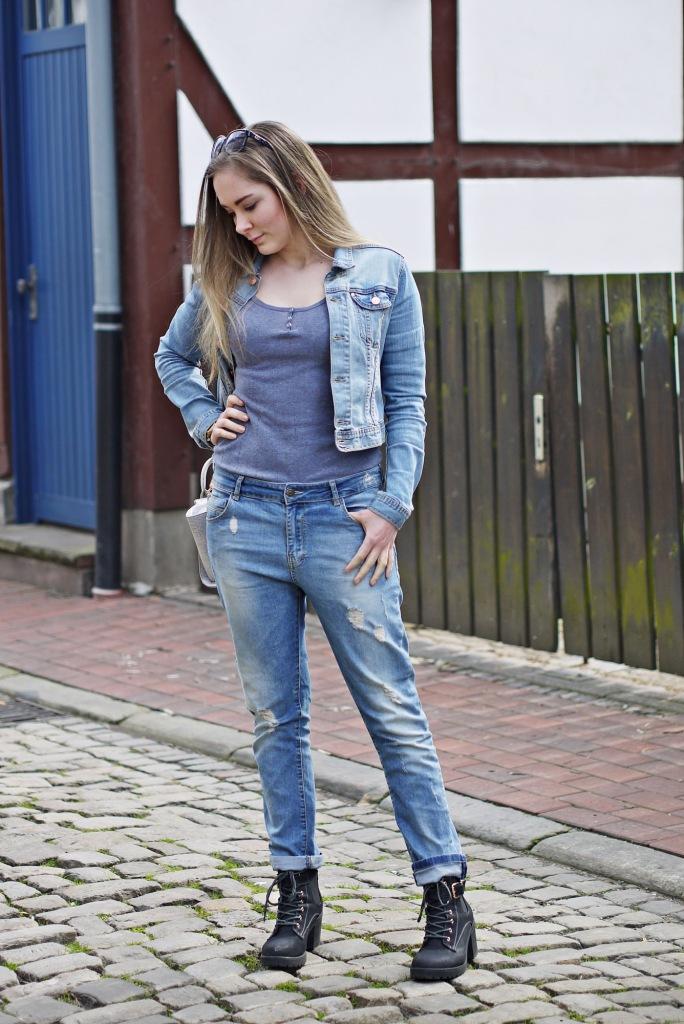 Julia_Luedtke_(C)_Julia_streetstyle_blog_boyfriend_jeans_outfit_Hameln_4.k