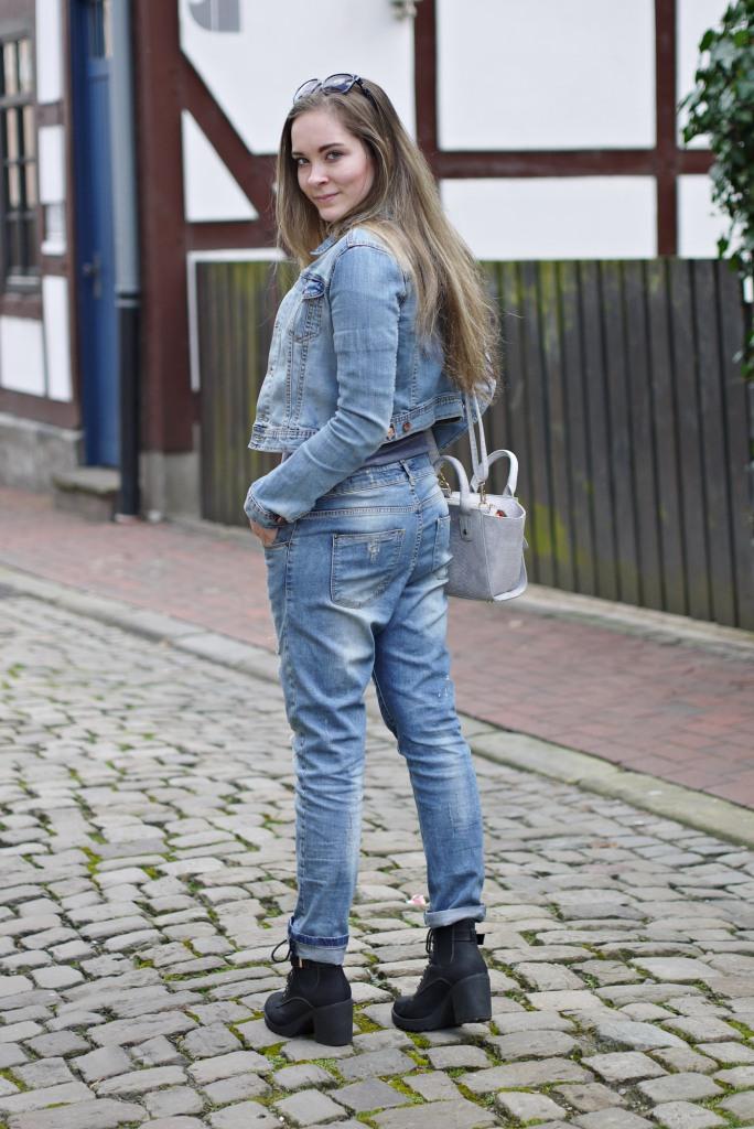 Julia_Luedtke_(C)_Julia_streetstyle_blog_boyfriend_jeans_outfit_Hameln_6.k