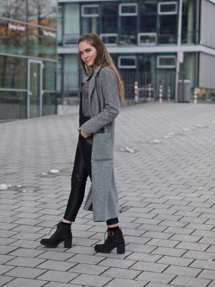 Julia_Luedtke_(C)_Julia_streetstyle_blog_fake-leather-black-jumpsuit-overall_4.k