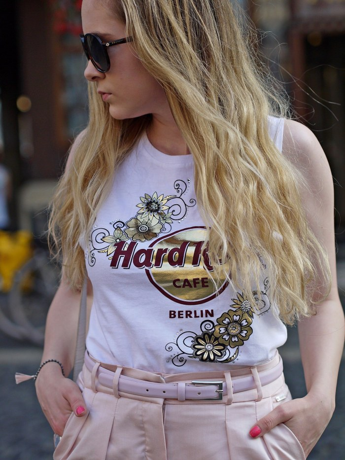 julia_luedtke_c_julia_streetstyle_blog_hard_rock_cafe_pixie_lott_shirt_19_1