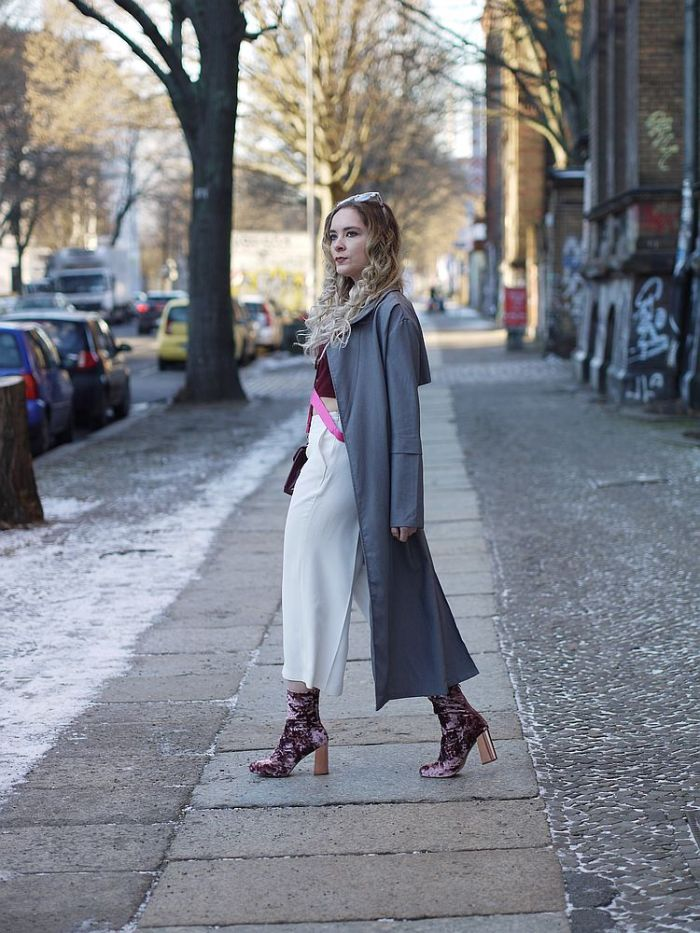 julia_luedtke_c_julia_streetstyle_blog_pink_outfit_white_culotte_spring_coat_2_k