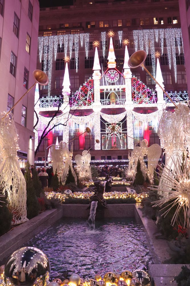Julia_Luedtke_(C)_julia_streetstyle_blog_New_York_City_christmas_time_Rockefeller_Center_sacksfifthavenue.12k