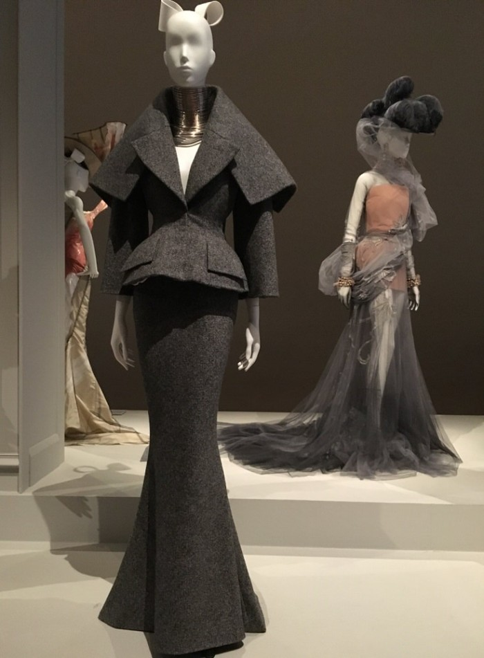 Julia_Luedtke_(C)_julia_streetstyle_blog_The_House_of_Dior_Seventy_Years_of_Haute_Couture_Melbourne_at_NGV (12)