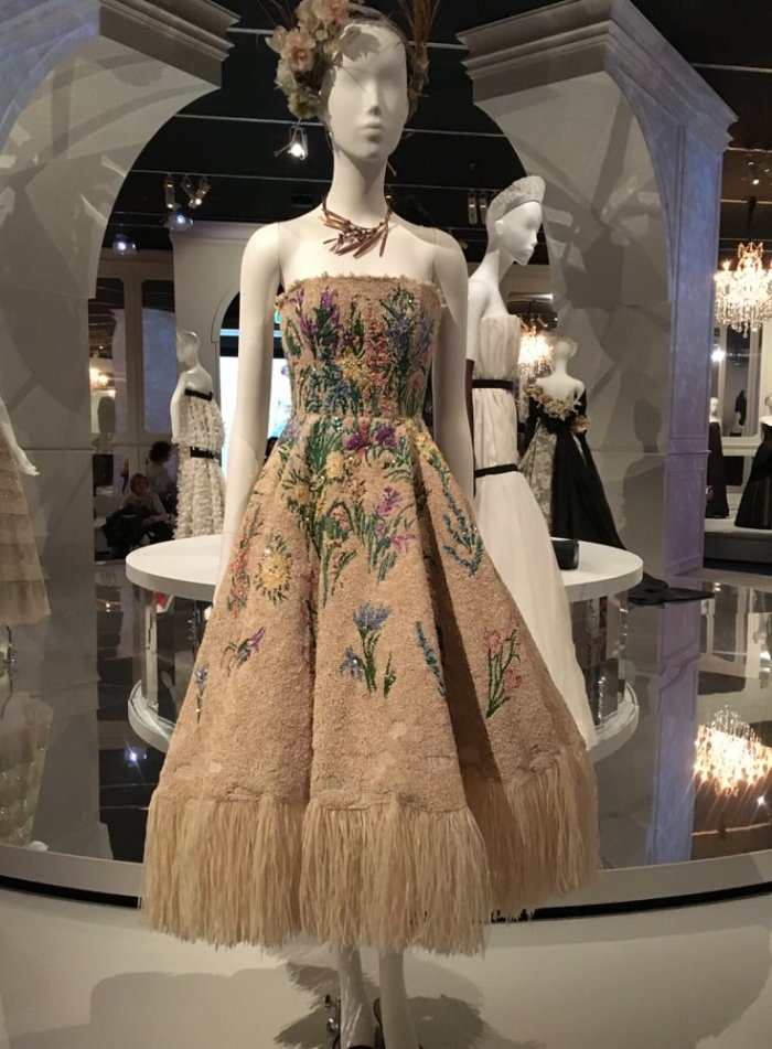Julia_Luedtke_(C)_julia_streetstyle_blog_The_House_of_Dior_Seventy_Years_of_Haute_Couture_Melbourne_at_NGV (14)